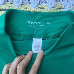 beyond yoga green basic leggings size small